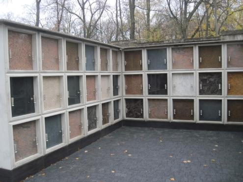 Na cmentarzu przy Limanowskiego kolumbarium jest od 2013 roku