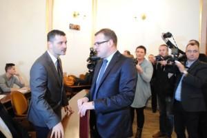 Rafał Czajkowski (z lewej) i prezydent Witkowski
