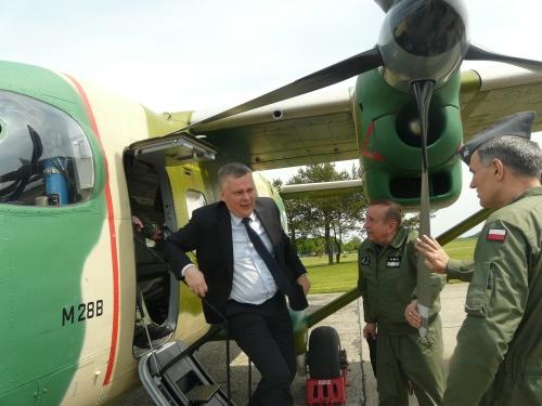 Minister Siemoniak podczas wizyty w 42 Bazie Lotnictwa Szkoleniowego w Radomiu