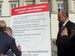 """Politycy PiS podpisali """"Kontrakt dla Radomia i Ziemi Radomskiej"""""""