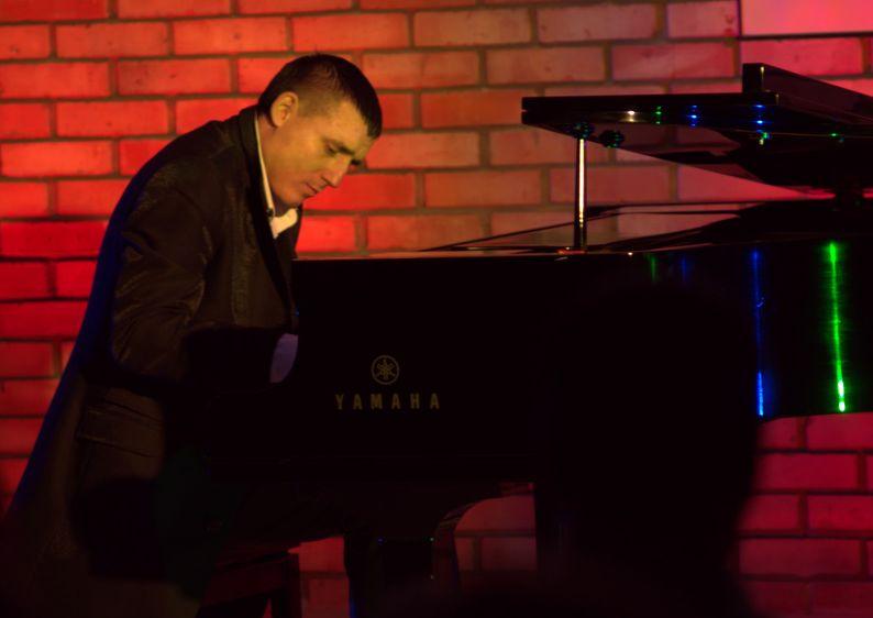 Na fortepianie zagra Maksym Rzemiński