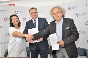 Umowę podpisali: Dorota Sidorko. Andrzej Mochoń i Radosław Witkowski