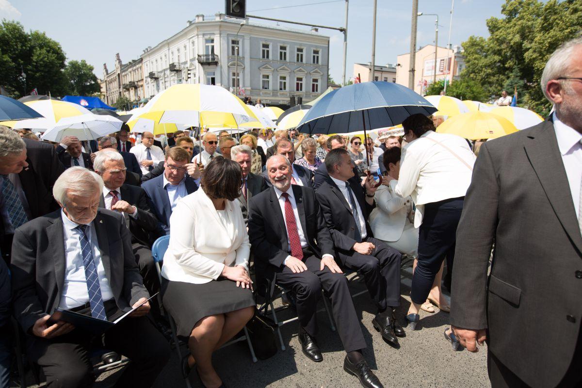 Minister Macierewicz uczestniczył w uroczystości pod pomnikiem Ludzi Skrzywdzonych  (fot. Łukasz Wójcik)