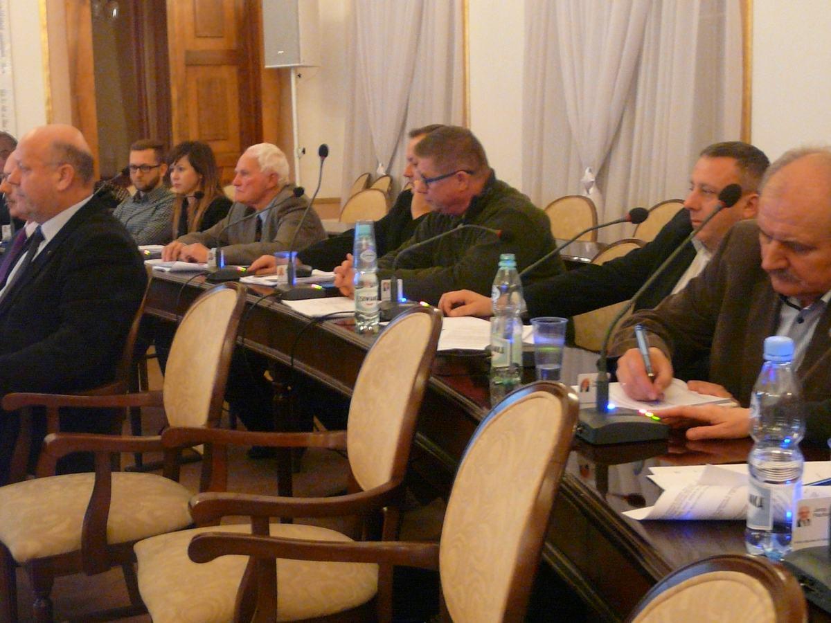 Radni przeglosowani projekt uchwały o pokryciu straty finansowej