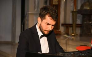 Na fortepianie zagra Kamil Wrona