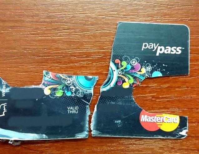 Podarta karta płatnicza