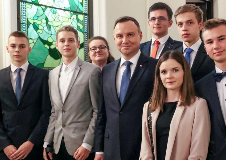 Uczniowie ZST z prezydentem Andrzejem Dudą (fot. KPRP)