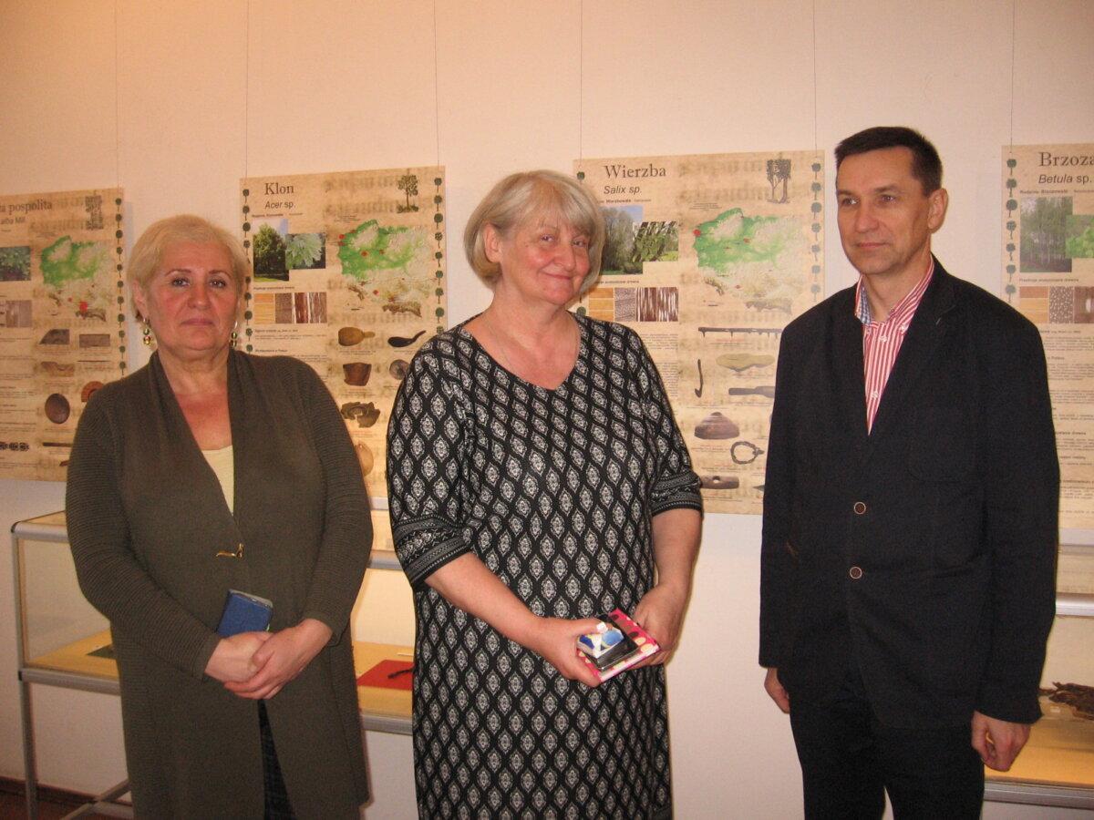 na zdjeciu (od lewej) Małgorzata Cieślak–Kopyt, Elżbieta Skubicha i Dariusz Kupisz