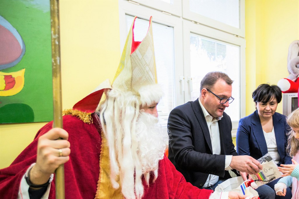 Mikołajowi w miejskim szpitalu towarzyszył prezydent Radosław Witkowski