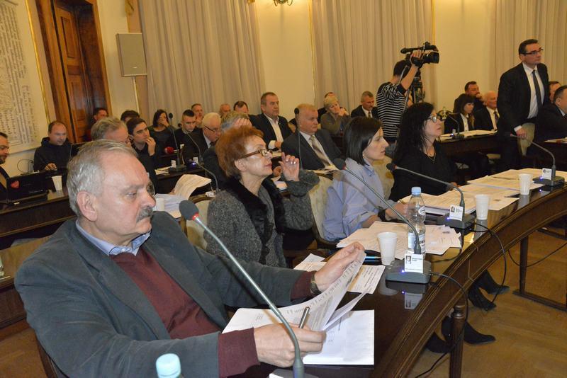 Opozycja chce odwołać m.in.  Andrzeja Łuczyckiego (na pierwszym planie) i Martę Michalską- Wilk (pierwsza z prawej)