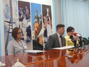 Od lewej: Katarzyna Bernat, Wiceprezydent Zawodnik, Agnieszka Korczakj