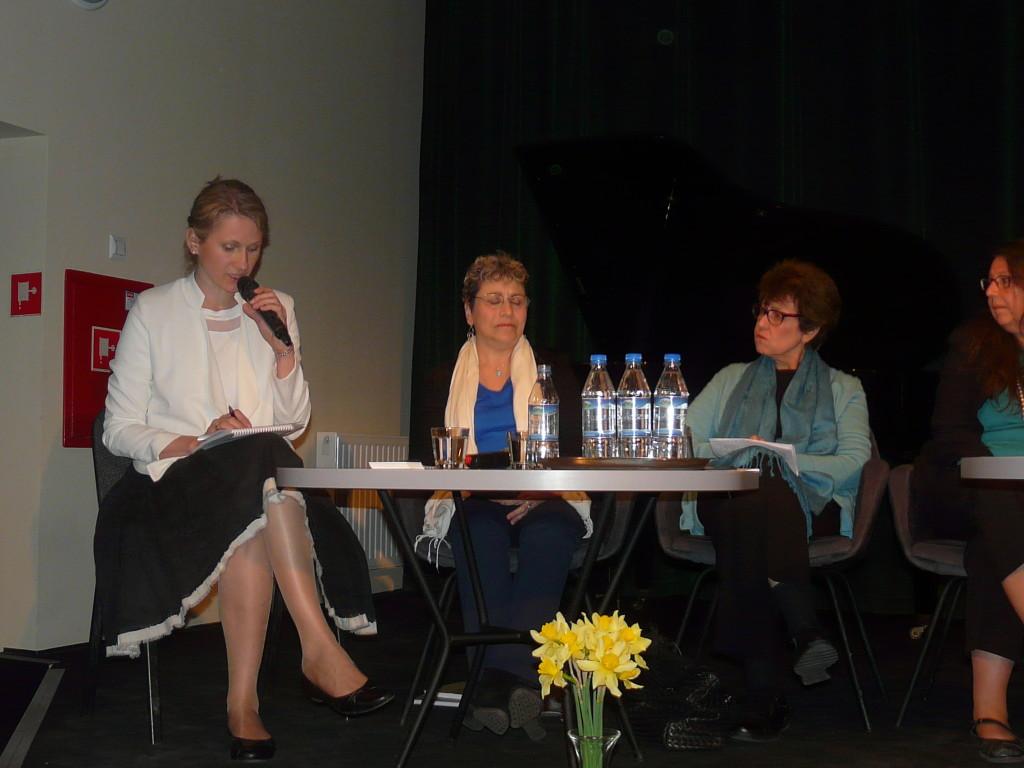 Na zdjęciu (druda od lwej) Sharon Grossfeld i Hilda Chazanowitz