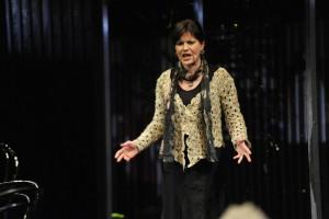 W spektaklu gra Katarzyna Jamróz (fot. M. Strudzinski)