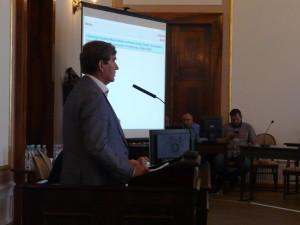 Na pytania radnych odpowiadał wiceprezes RADPEC Zbigniew Słotwiński