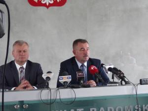 Starosta radomski (po prawej): Takiego dofinansowania na budowę samych dróg nie dostalibyśmy