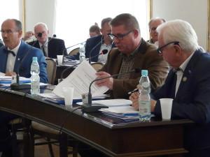 Marek Szary (drugi z lewej): Prezydent twierdzi, że złotówka to nie pieniądz