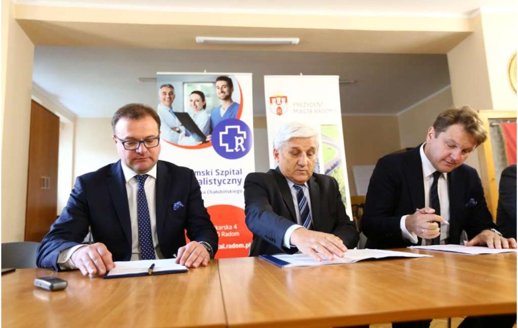 Umowę podpisano dzisiaj w szpitalu (fot. UM Radom)