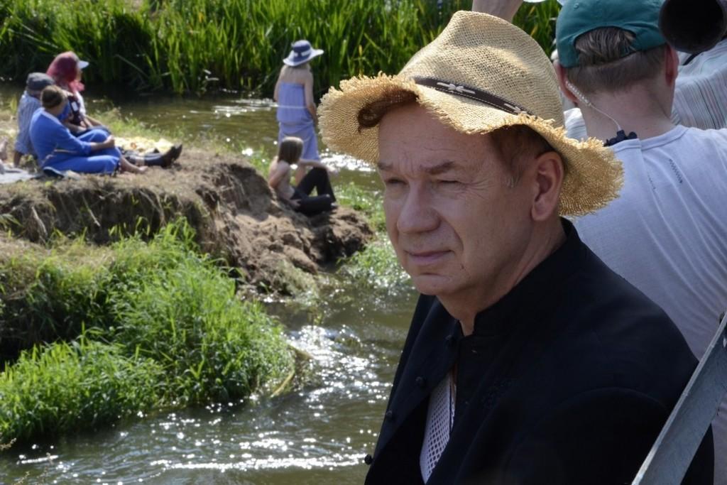 W filmie gra m.in. Mirosław Baka