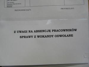 Takie informacje wiszą na drzwiach do sal sądowych