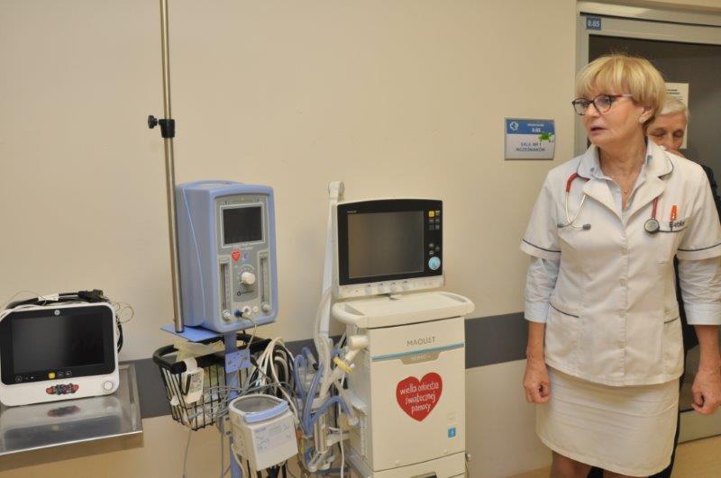 Dr Jemioł-Wojakowska zapewnia, jak ważna w pierwszych dniach życia dziecka jest specjalistyczna aparatura