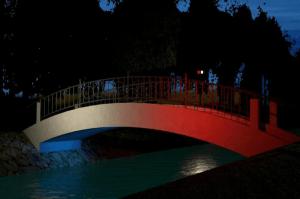 Screenshot_2019-07-31 Mostek zakochanych zyska kolorową iluminację(1)