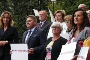 """Joanna Kluzik-Rostkowska (pierwsza z prawej) jest """"jedynką"""" na liście KO"""