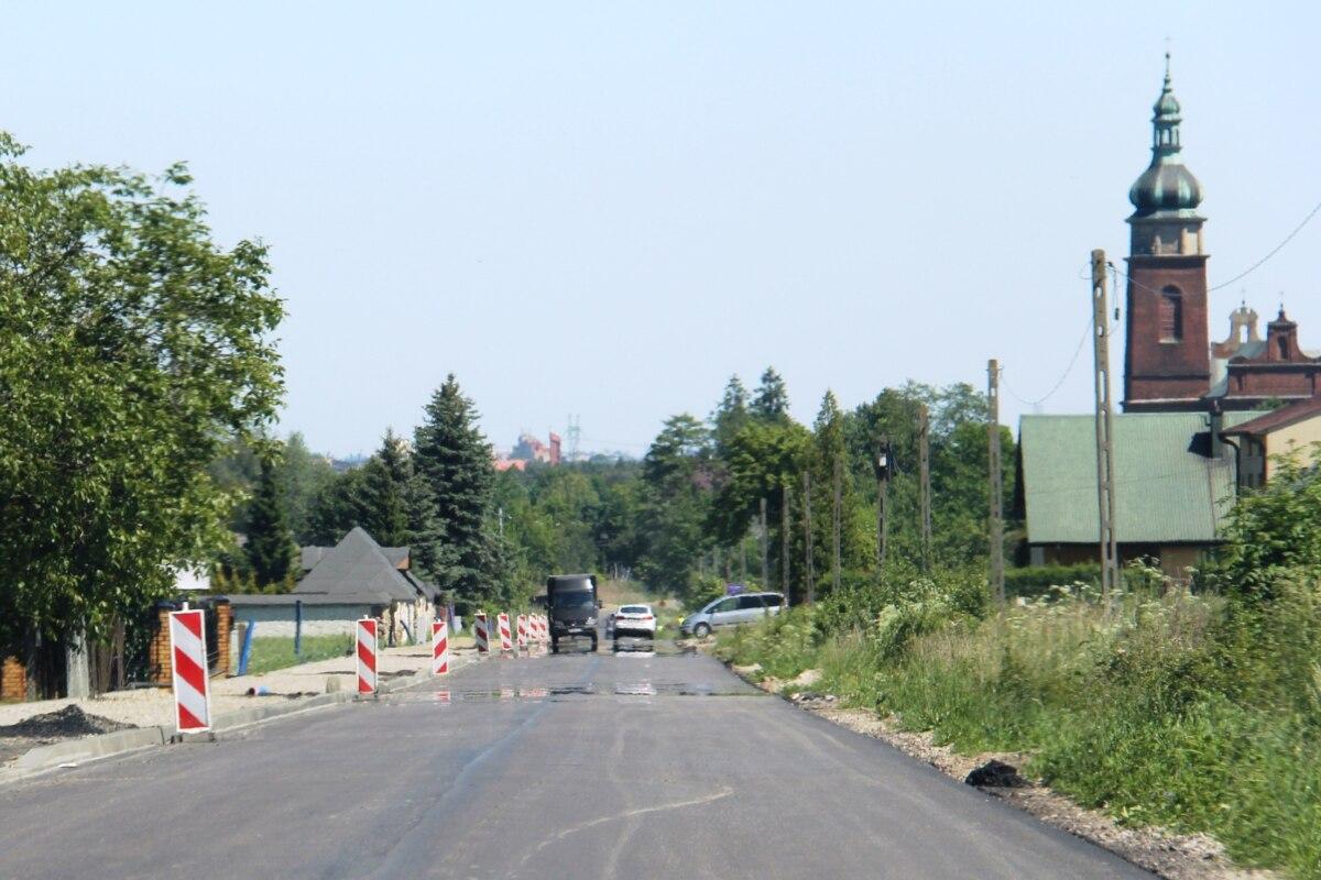 Droga powiatowa 3503W w Cerekwi