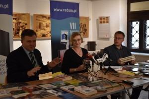 Nominowanye książki zaprezentowali członkowie kapituły (od lewej): Adam Duszyk, Anna Skubisz-Szymanowska, Sebastian Równy