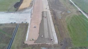 Na Sadkowie trwa rozbudowa pasa startowego Zdjęcie z drona (Fot. PPL)
