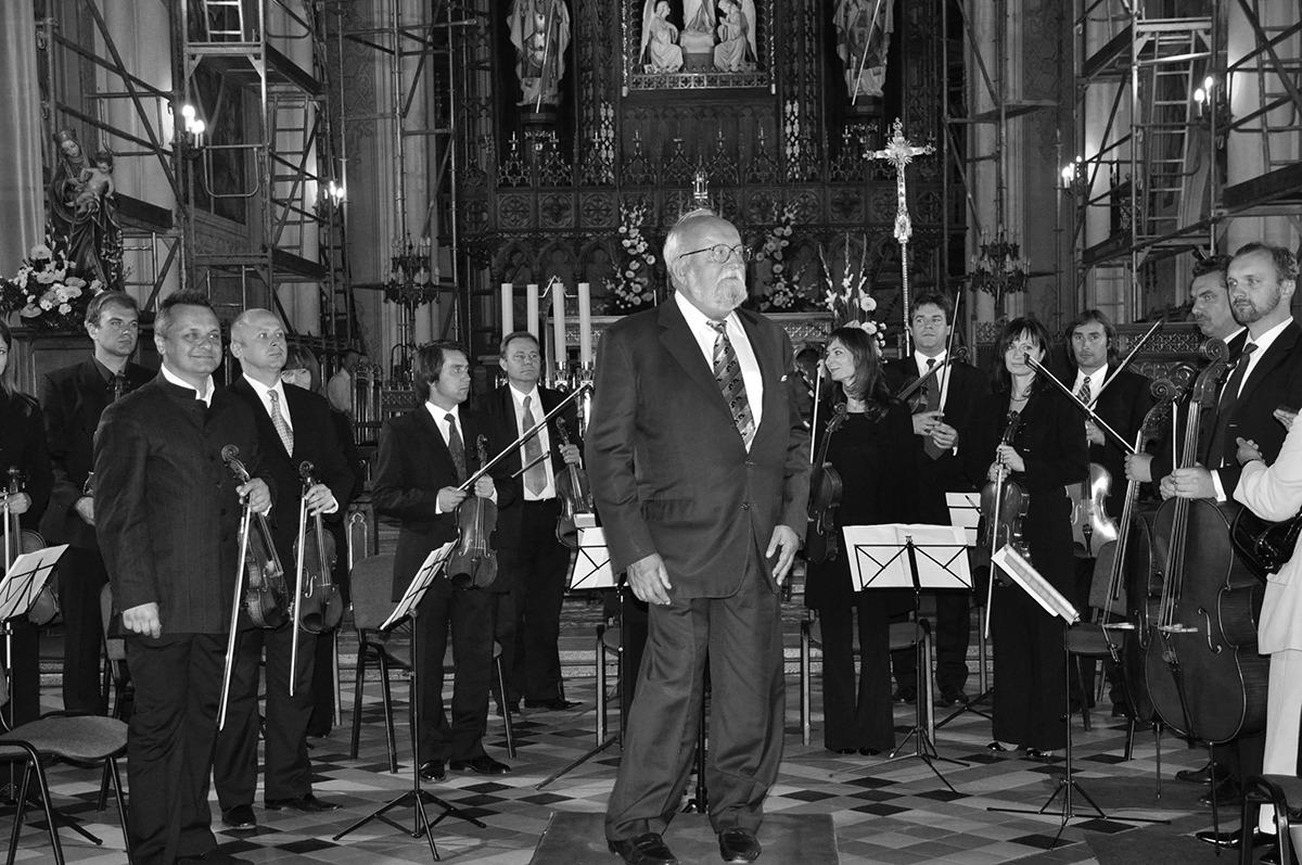Krzysztof Penderecki dyrygował orkiestrą podczas koncertu w radomskiej katedrze
