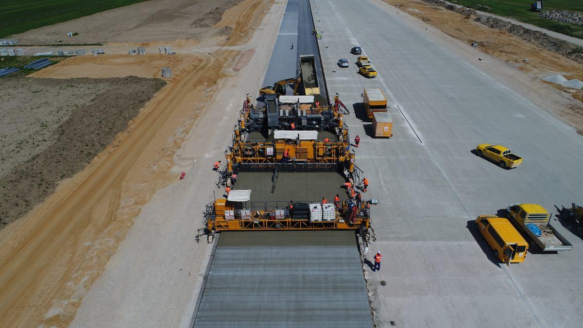 Na lotnisku trwa przebudowa pasa startowego (fot. PPL)